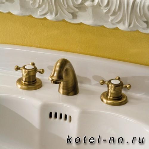 Смеситель для раковины Huber Victorian на 3 отверстия с донным клапаном, цвет бронза